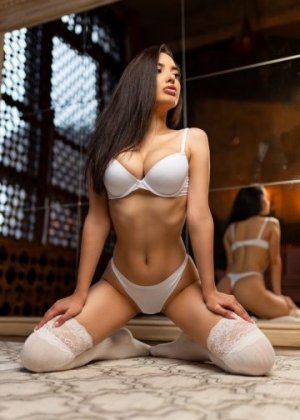 Marzia incall escorts